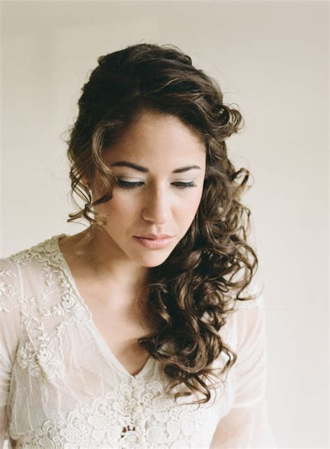 Wedding Hairstyles For Extremely Curly Hair by 25 Most Looking Curly Wedding Hairstyles