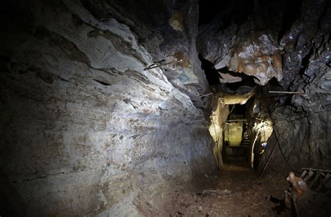 legend boats sold to johnny morris missouri magnate johnny morris discovers cave system under