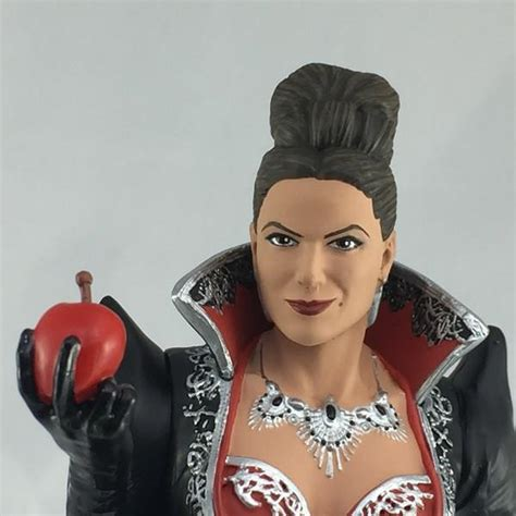 Be Right Back Bookends by Once Upon A Time Evil Queen Deluxe Statue San Diego