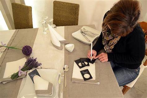tisch schublade dekorieren tischw 228 sche mit leinen tischdecken dekorieren