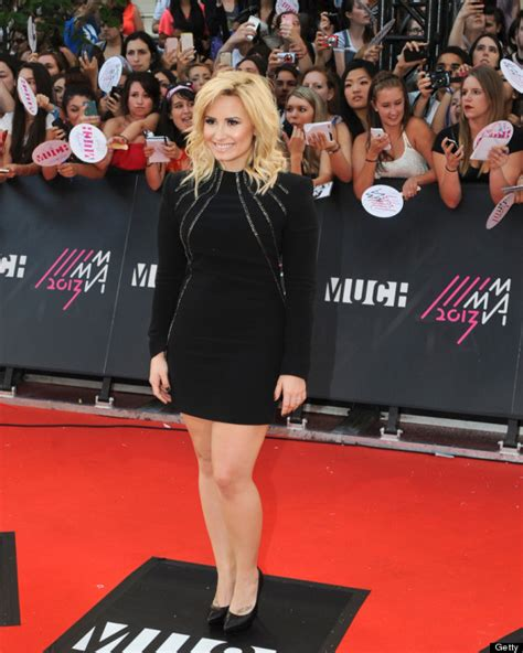 Carpet Demi And Work The Lbd demi lovato wears stunning lbd on the carpet photos