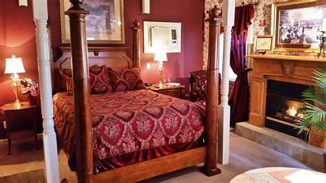 eureka springs bed and breakfast bridgeford house bed breakfast eureka springs arkansas the extraordinary escape