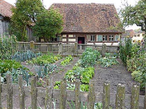 Pflanzen Für Natursteinmauer by Bauerngarten Anlegen Bepflanzen Und Pflegen Anleitung