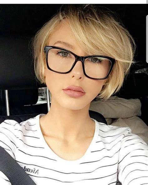 blond bob mit brille haareco