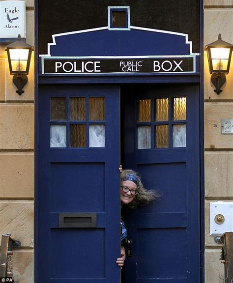 Doctor Who Fan Turns Front Door Into A Tardis And Posts Tardis Blue Front Door