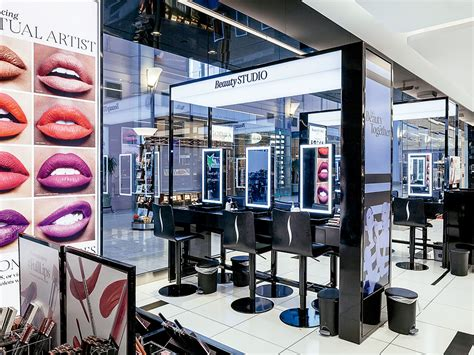 Sephoras New Ad Caign by Sephora Debuts Its New Tip On Michigan Avenue