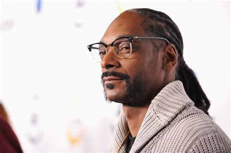how is snoop 15 things that prove snoop dogg is a legendary stoner