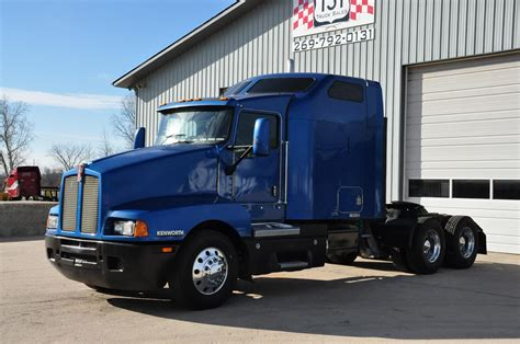 Kenworth T600 Studio Sleeper For Sale by 2006 Kenworth T600