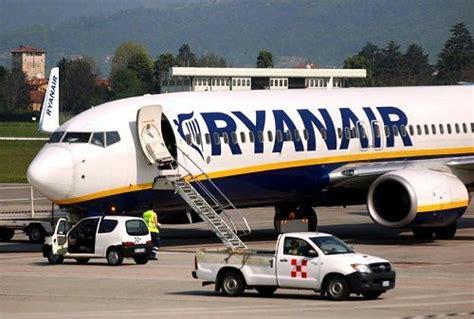 ryanair sede italia ryanair assume personale 5800 nuovi posti di lavoro in