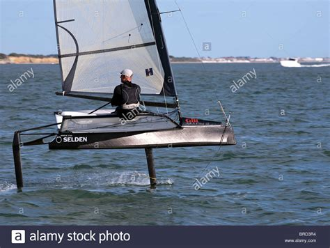 sailing boat moth foiling sailing dinghy hydrofoil moth fast speed in 10kts