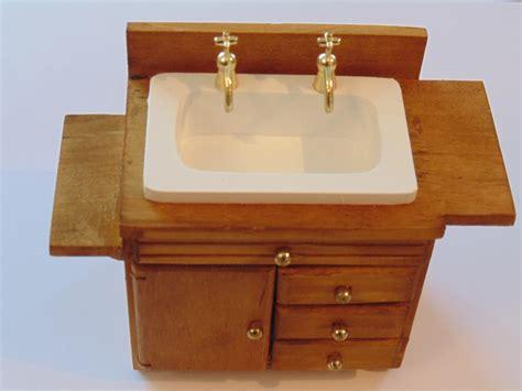 meuble de cuisine ou salle de bain miniature en bois pour