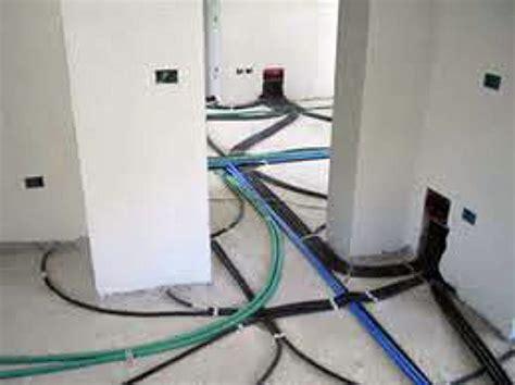 foto stesura tubazion per nuovo impianto elettrico di