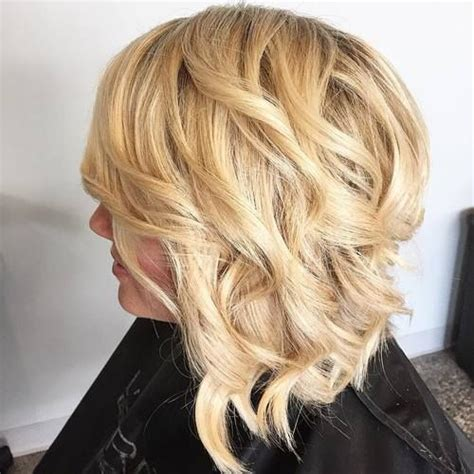 Angled Bob Hairstyles by 1000 Ideas About Wavy Angled Bob On Graduated