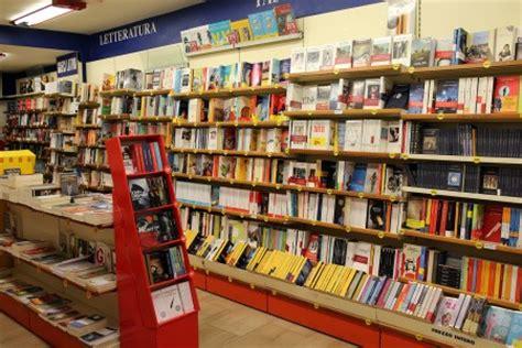 mondadori librerie chiude la libreria mondadori affondati da troppa