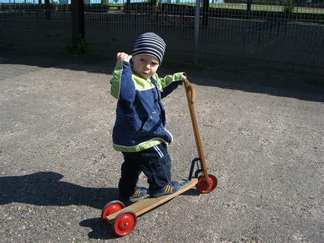 Kleine Kinder Motorrad Video by Kostenloses Foto Junge Roller Kleinkind Muskeln