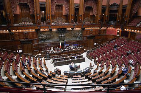 stipendi deputati stipendi parlamentari m5s all attacco lumsa news