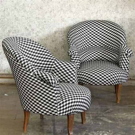 fauteuil tissu vintage fauteuils crapauds tissu noir et blanc kirkby design motif inspir 233 du pied de poule take a