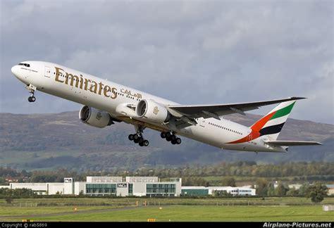 emirates glasgow a6 ebp emirates airlines boeing 777 300er at glasgow