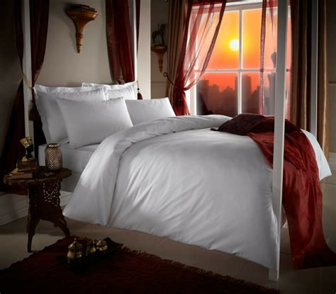 welche bettdecke ist gut luxusbettw 228 sche aus 228 gyptischer baumwolle oder seide