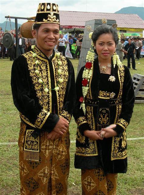 Baju Dari Jawa Tengah baju adat jawa baju adat jawa