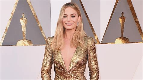 margot robbie ring margot robbie shares pic of her wedding ring see the