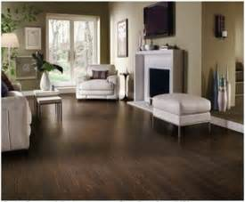 wohnzimmer dunkles laminat 20 best ideas about laminate floors on