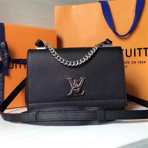 Dompet Louis Vuitton Lockme Ii Soft Calf Leather Hitam M62328 louis vuitton soft calf leather lockme ii bb black m51200