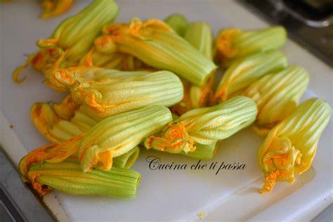 ricetta dei fiori di zucca in pastella fiori di zucca fritti in pastella cucina ti passa