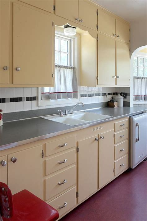 renovate old kitchen cabinets 25 best ideas about vintage kitchen cabinets on pinterest