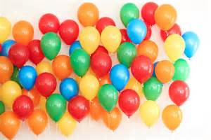 how to set up a balloon wall photo backdrop for your next