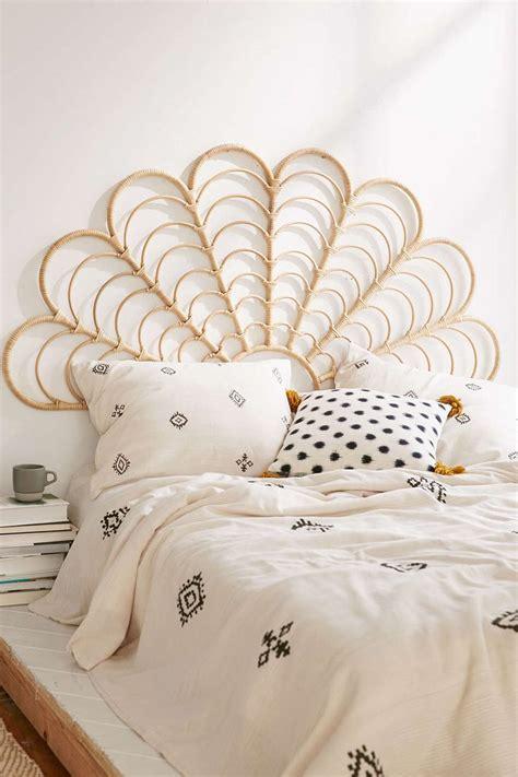 bedroom luxury queen headboard  footboard  elegant  bed design ideas