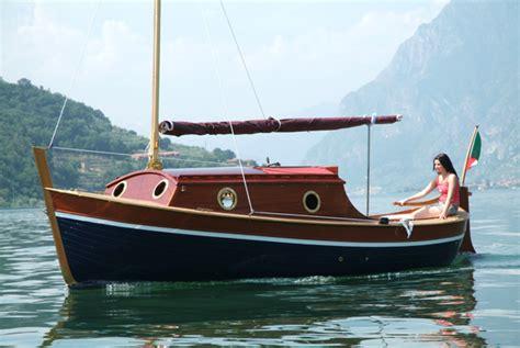 cabinati a vela usati gozzo sebino barca in legno cantiere nautico ercole