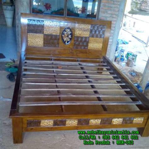 Tempat Tidur Kayu Ukiran tempat tidur minimalis ukiran ceplok mebel kayu minimalis