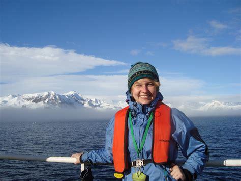 boat trip to antarctica jenny reaches antarctica ef go ahead tours travel blog