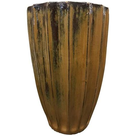 Ceramic Planters Large by Best 25 Large Ceramic Planters Ideas On Image For Conch Gutter Chains And Barrel