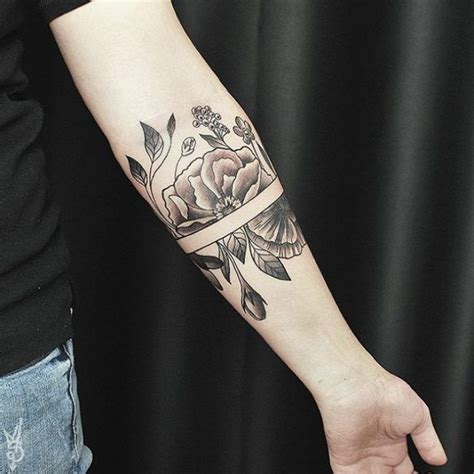 tattoo meaning independent woman die besten 25 armband tattoos ideen auf pinterest tinte