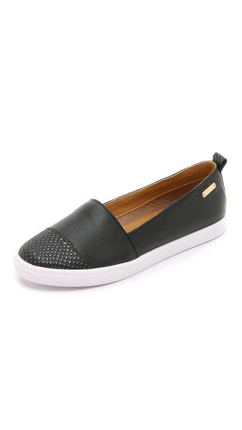 kaanas shoes lyst kaanas serengeti slip on sneakers chalk in black