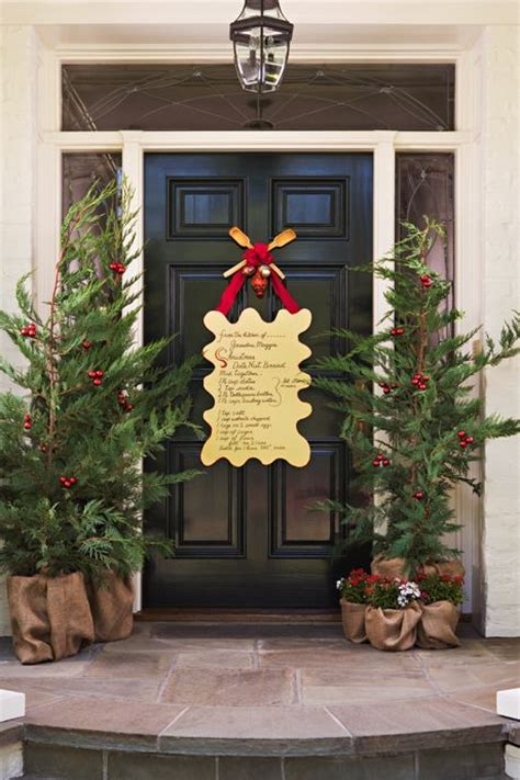 38 Stunning Christmas Front Door D 233 Cor Ideas Digsdigs Front Door Decorating