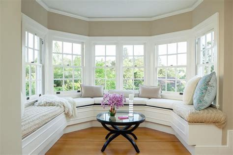 Window Seat In Living Room by Traditional Living Room With Window Seat Crown Molding