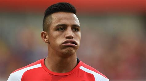 alexis sanchez qualities alexis s 225 nchez says he s as good as messi and ronaldo