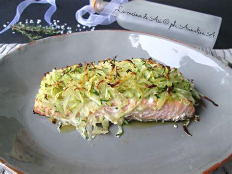 cucinare tranci di salmone al forno salmone al forno con patate ricetta preparazione di pesce