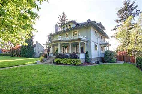 American Foursquare Interior Design Photos (2 Homes)