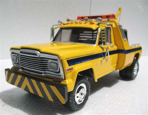 Jeep Tow Truck Modeler Revell 1 25 Jeep Tow Truck