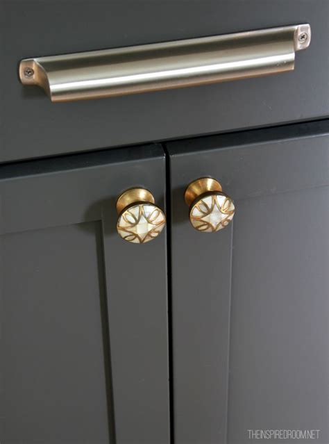 kitchen cabinet hardware ideas pulls or knobs best 25 kitchen knobs ideas on kitchen
