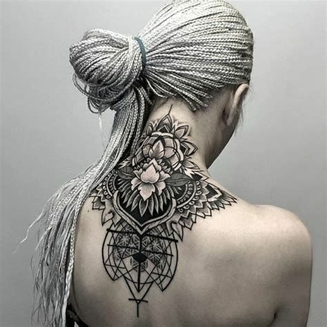 tatuaggi sulla schiena fiori 1001 idee per tatuaggi femminili disegni da copiare