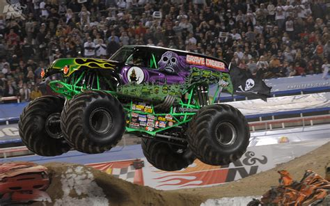 grave digger monster truck wallpaper grave digger monster truck www imgkid com the image