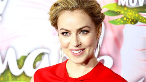 amanda schull on suits suits amanda schull promoted to series regular for