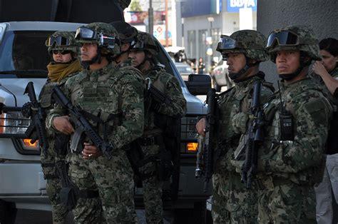 armas y uniformes de 8430570365 regios se sienten m 225 s seguros con militares posta