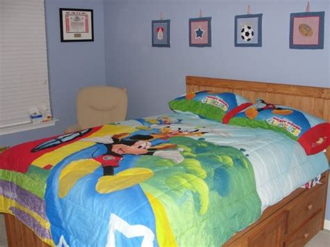 mickey mouse clubhouse bedroom decor 1000 ideas about mickey mouse bedroom on pinterest