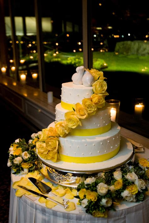 yellow and silver wedding cakes scottie s an 4 tier white wedding cake with